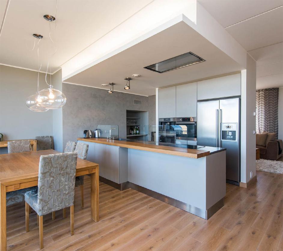 Geräumige moderne Küche mit einem Esszimmer verbunden 1