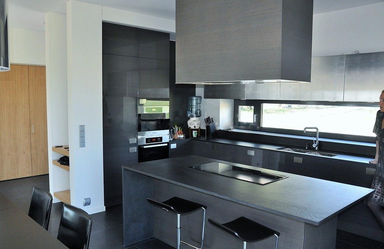 Grafitküche in Einfamilienhaus 1
