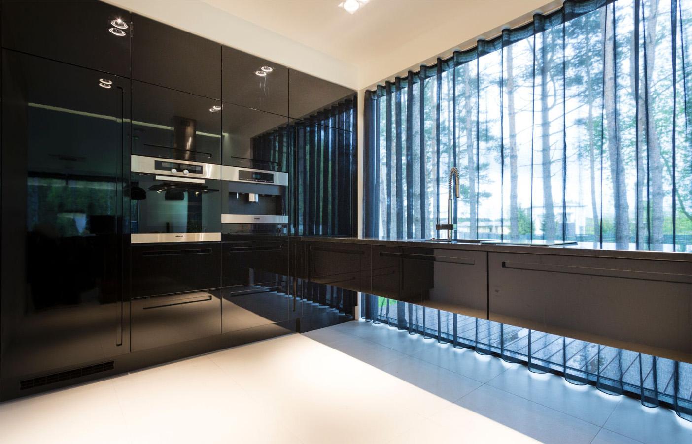 Moderne schwarze Einbauküche 3