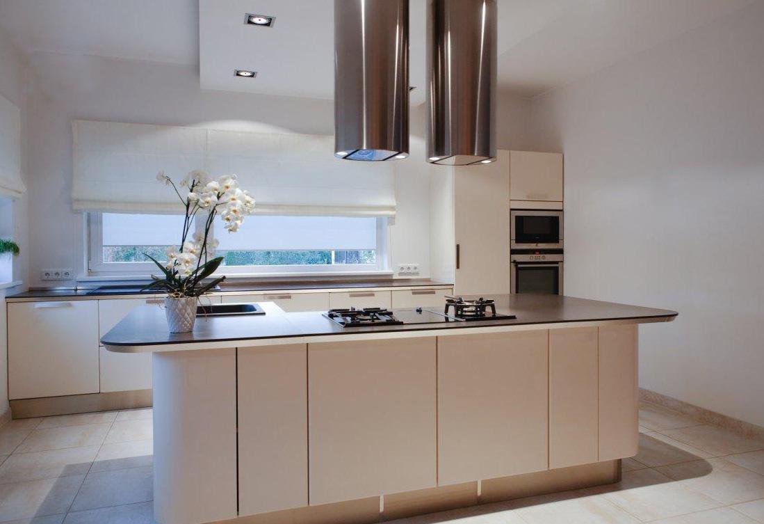 Modernes Küchendesign mit einer Insel