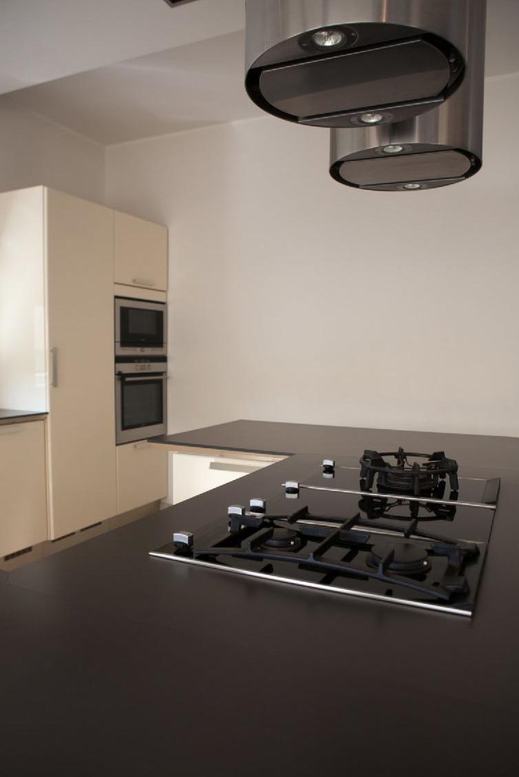 modernes k chendesign mit einer insel. Black Bedroom Furniture Sets. Home Design Ideas