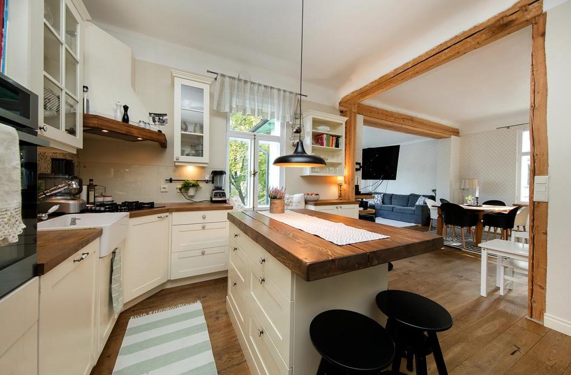 lovable ma geschneiderte k che mit marmor arbeitsplatten. Black Bedroom Furniture Sets. Home Design Ideas