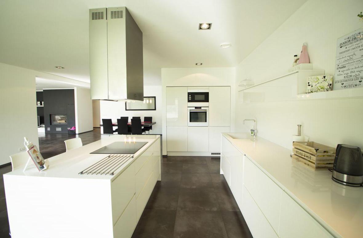 Geräumige Küche in Einfamilienhaus 1