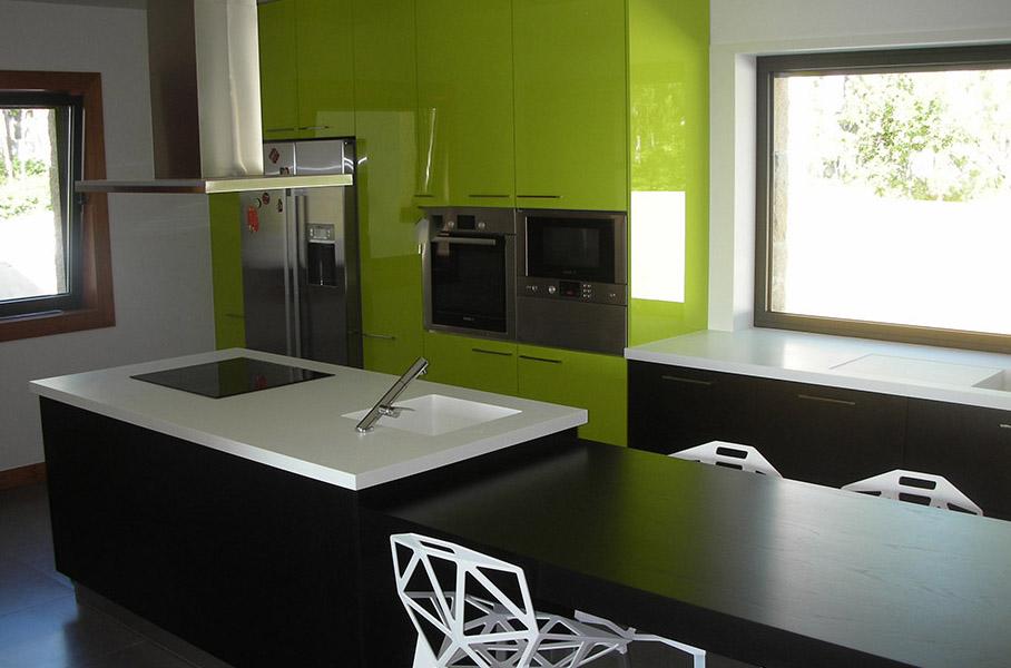Geräumige, moderne High-Tech Küche 2