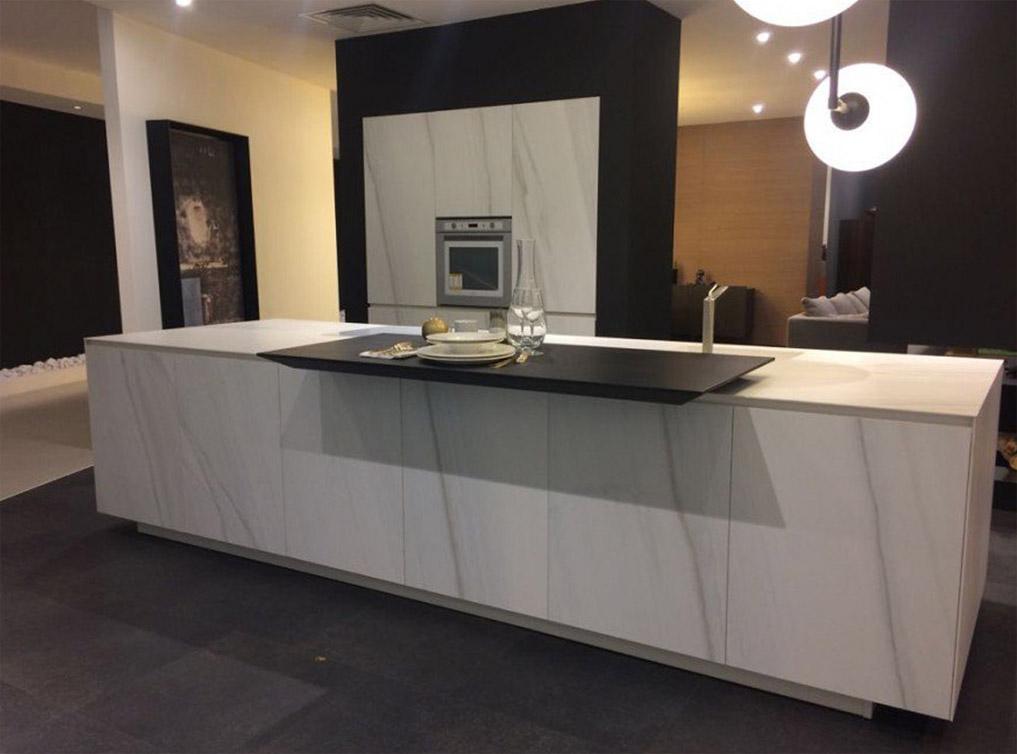 Die Küche mit weißem Marmor 1