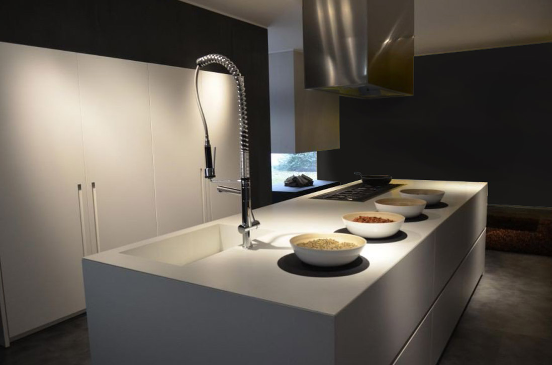 Die elegante, zum Wohnzimmer offene Küche 3