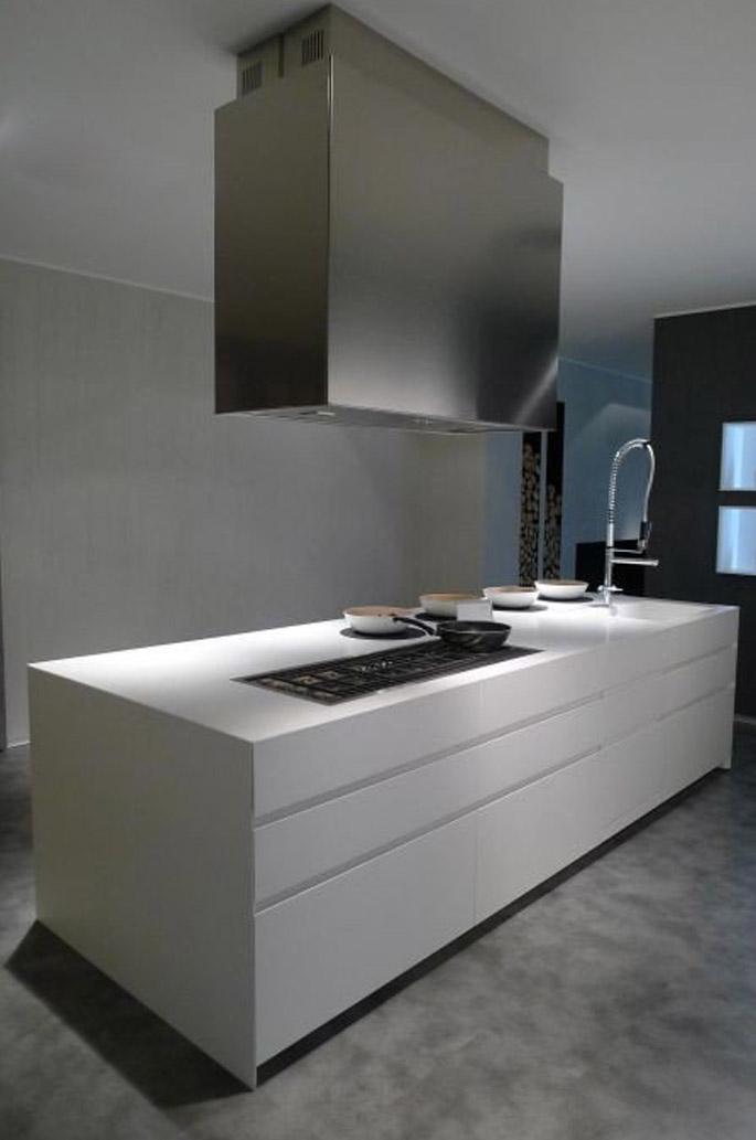 Die elegante, zum Wohnzimmer offene Küche 6