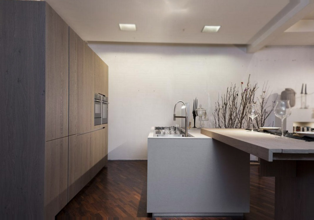 Die geräumige moderne Küche 3