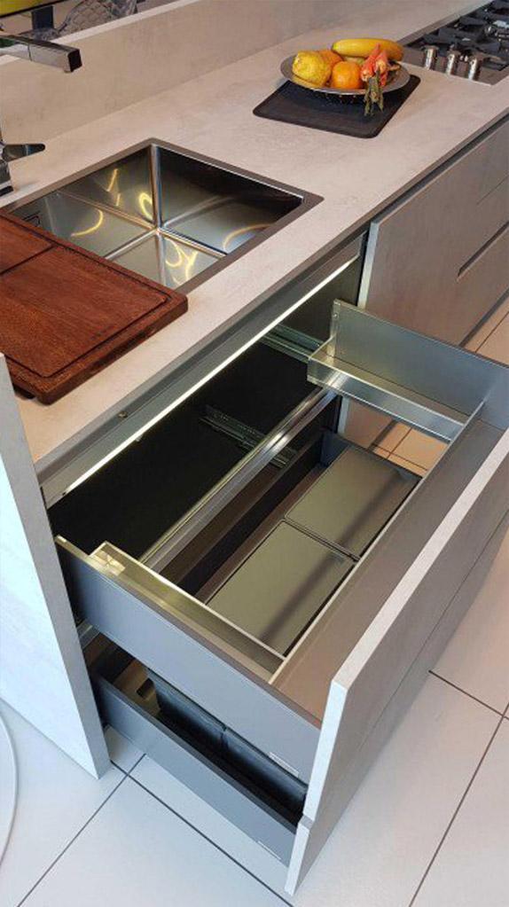Es ist sehr heimlich und elegant in der modernen Küche 8