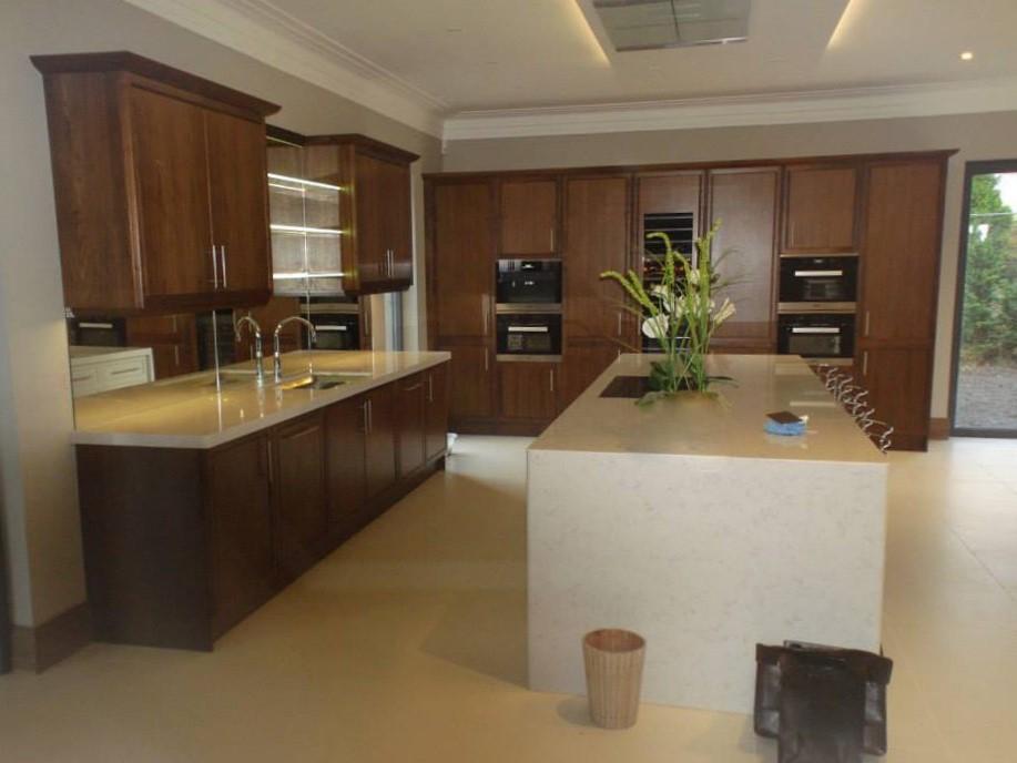 moderne akzente in k che mit insel. Black Bedroom Furniture Sets. Home Design Ideas