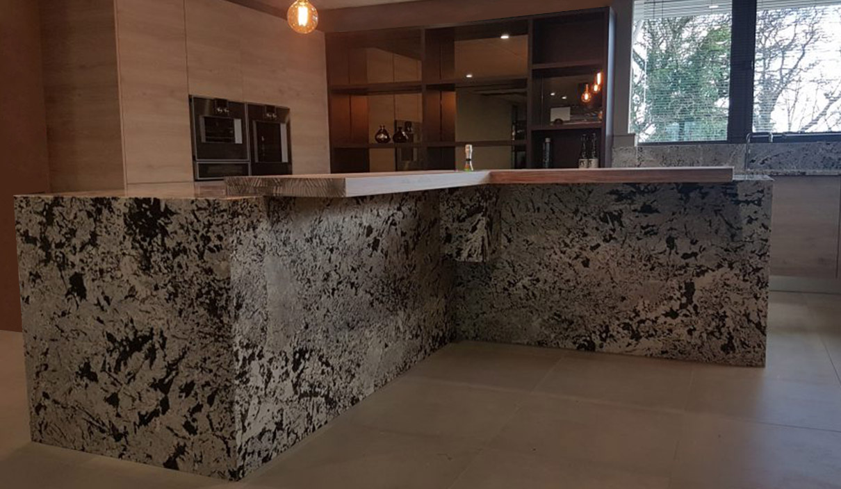 Der modische Granit in der natürlichen Küche 2