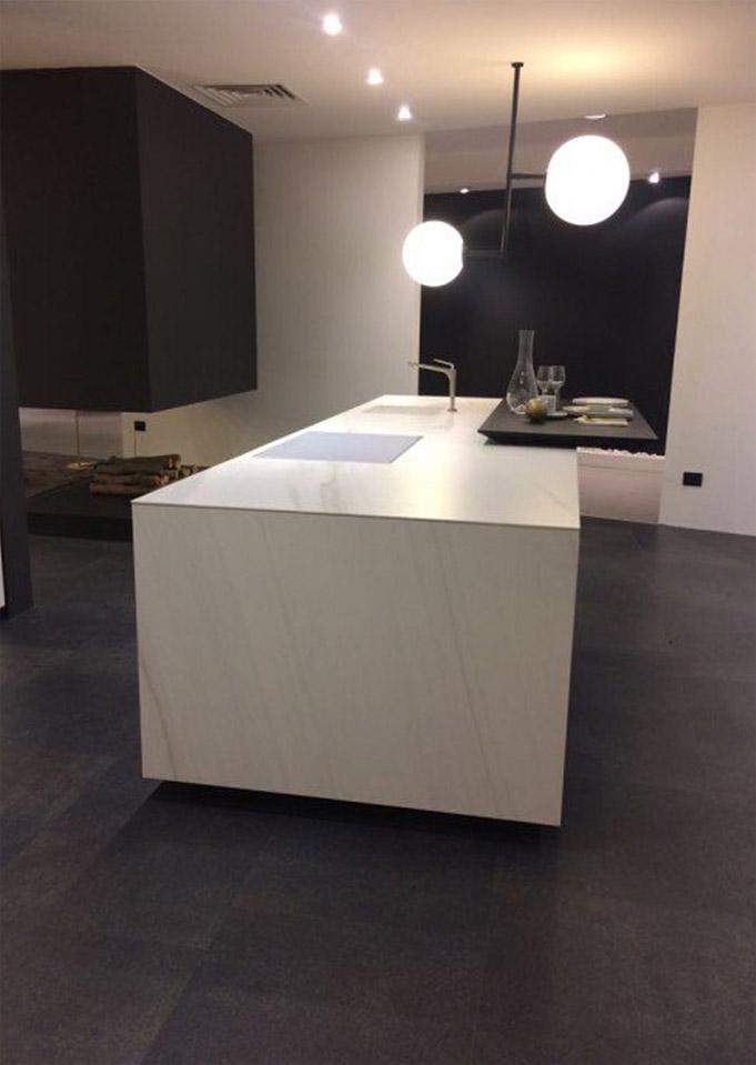 Die Küche mit weißem Marmor 3