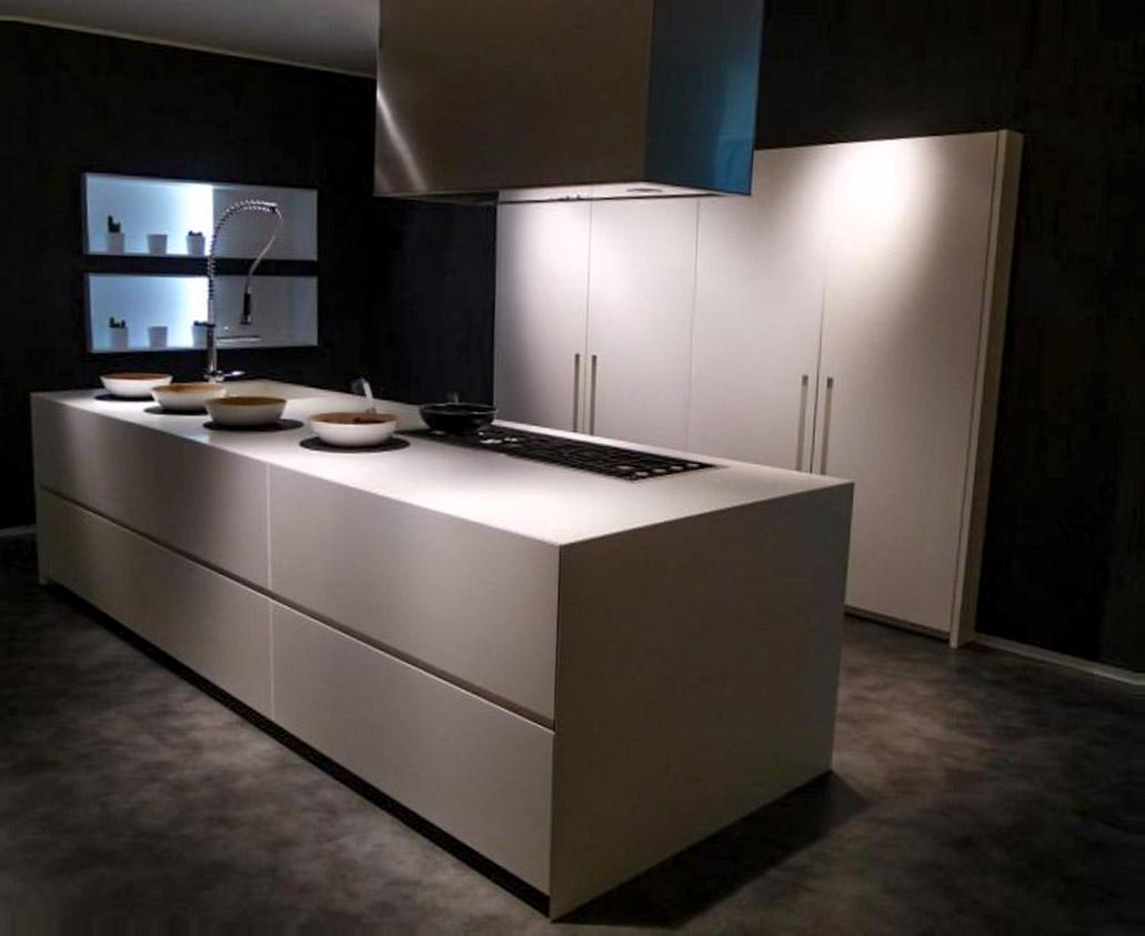 Die elegante, zum Wohnzimmer offene Küche 1