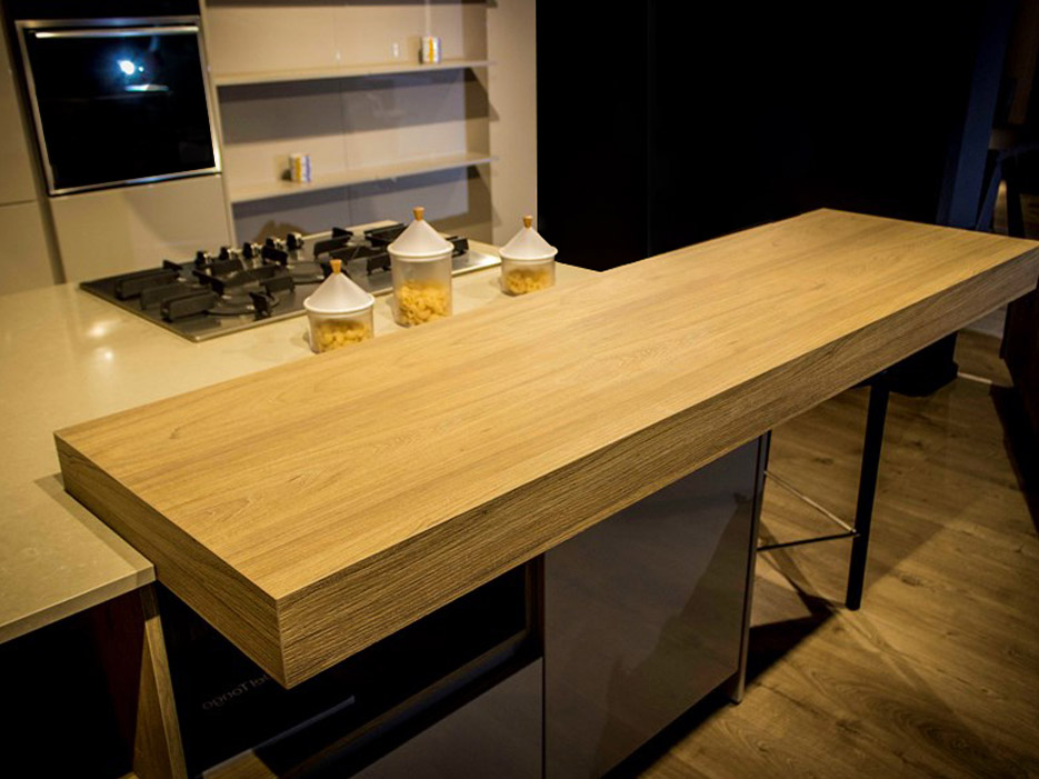 Eine-schicke-moderne-Küche-4