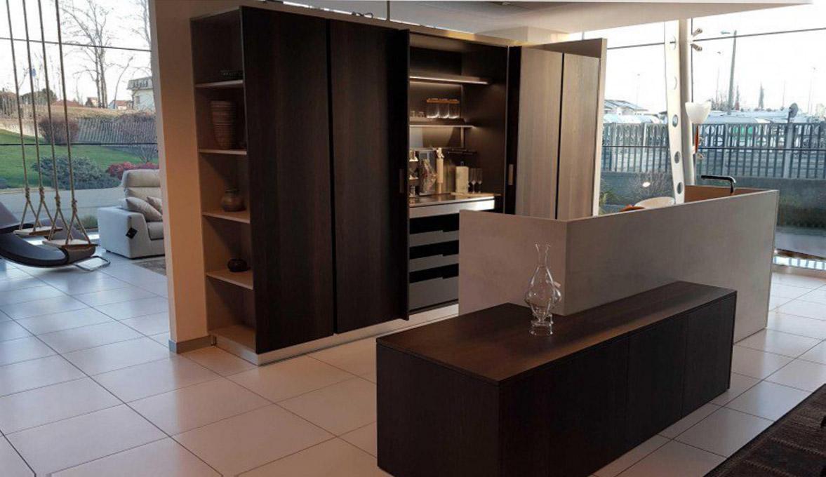 Es ist sehr heimlich und elegant in der modernen Küche 1