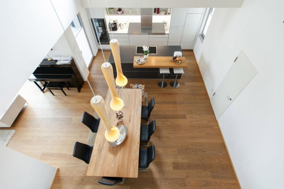 Holzakzente in moderner Küche 4