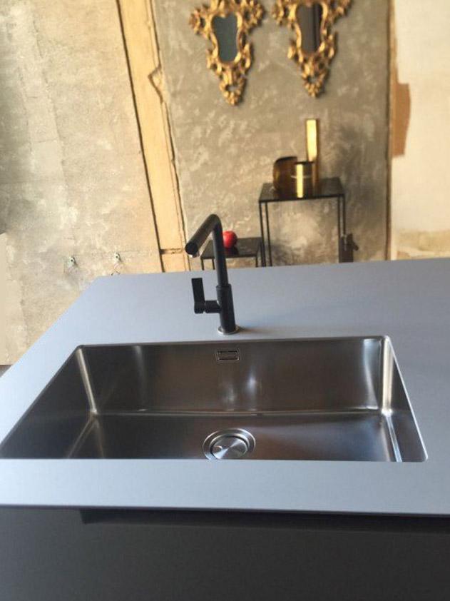 Moderne-stilvolle-Küche-7